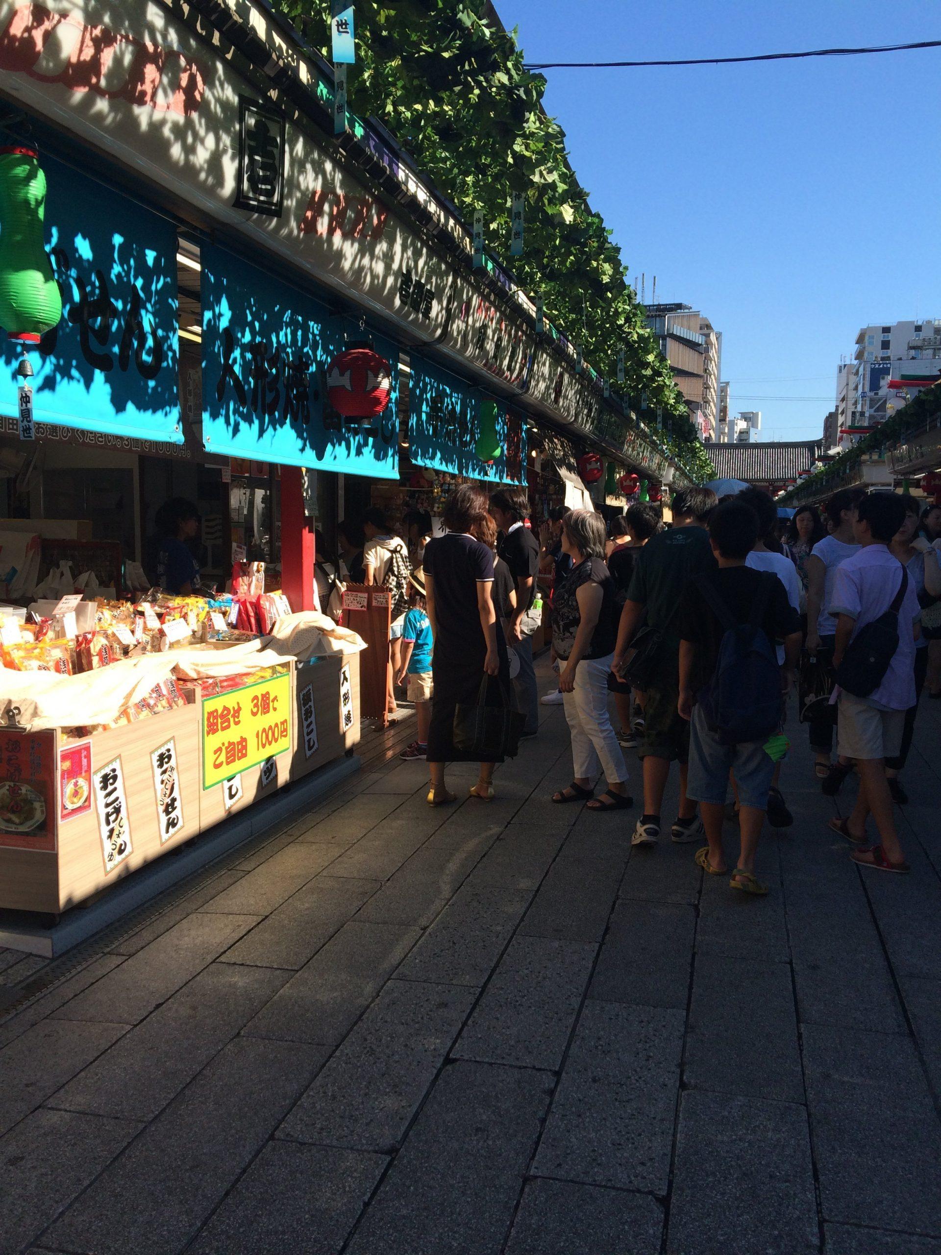souvenir shops around asakusa temple