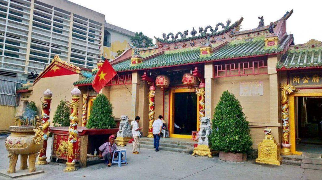 The main hall of Ba Thien Hau pagoda