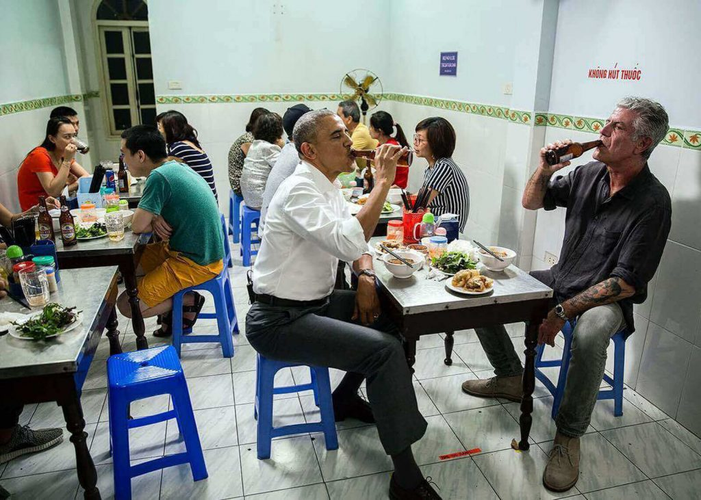 Barrack Obama and Anthony Bourdain eating Bún Chả Hà Nội at the capital city of Vietnam