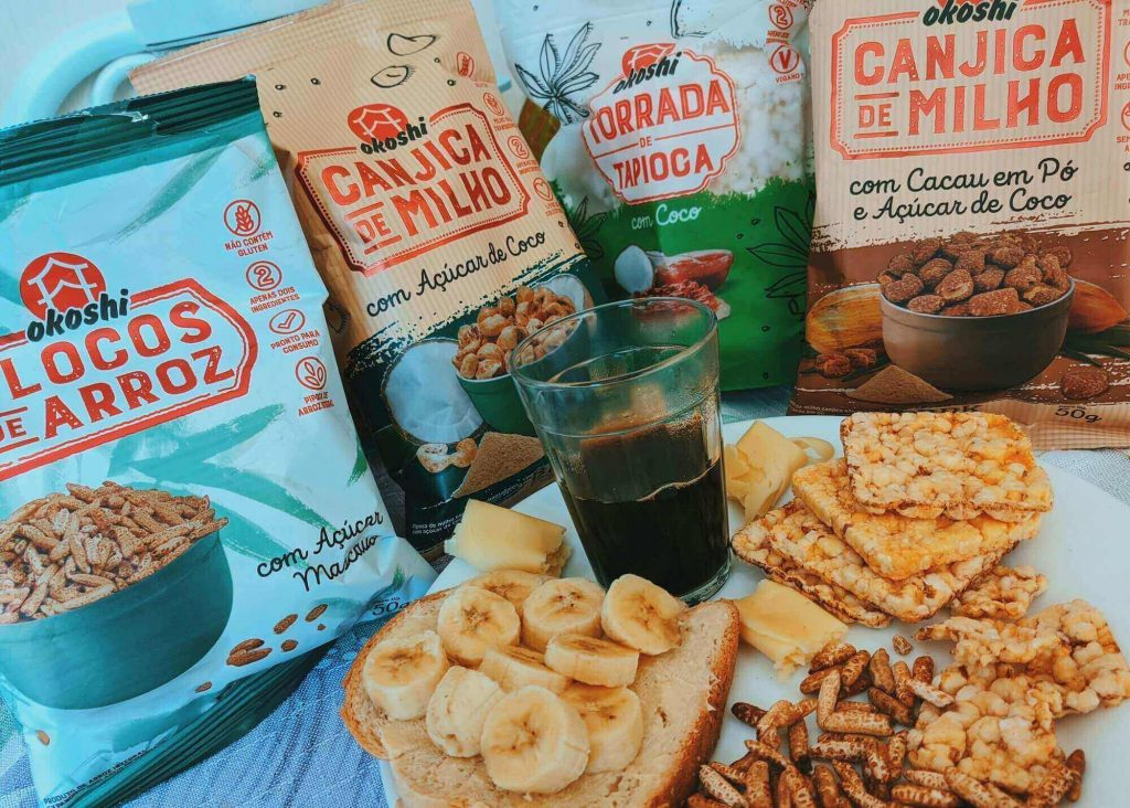 Snack is one of the road trip essentials for kids
