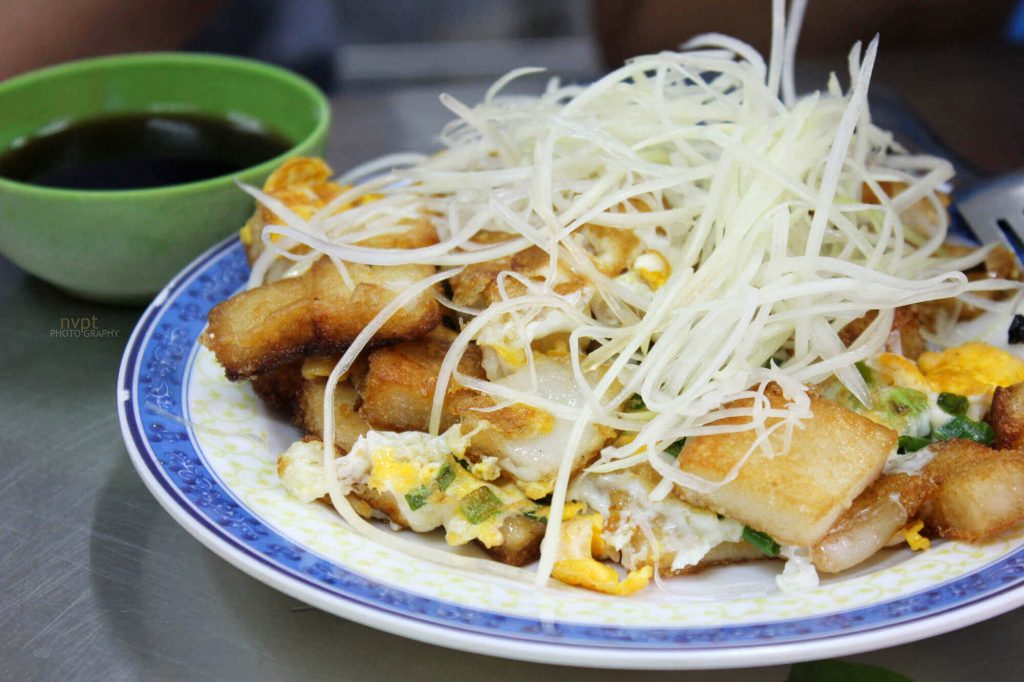 Fried Taro Cake is served with sweet soya sauce and thin sliced papaya.
