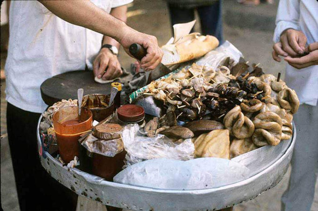 Stew organs with herbs is one of the popular afternoon snacks in Ho Chi Minh City