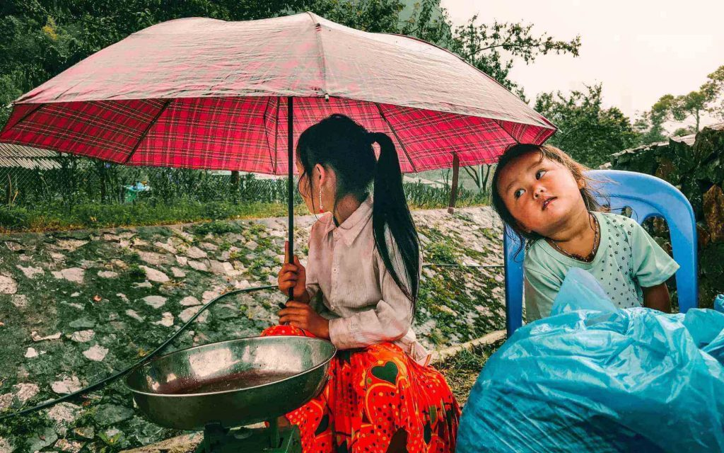 Ethnic kids meet in Ha Giang itinerary
