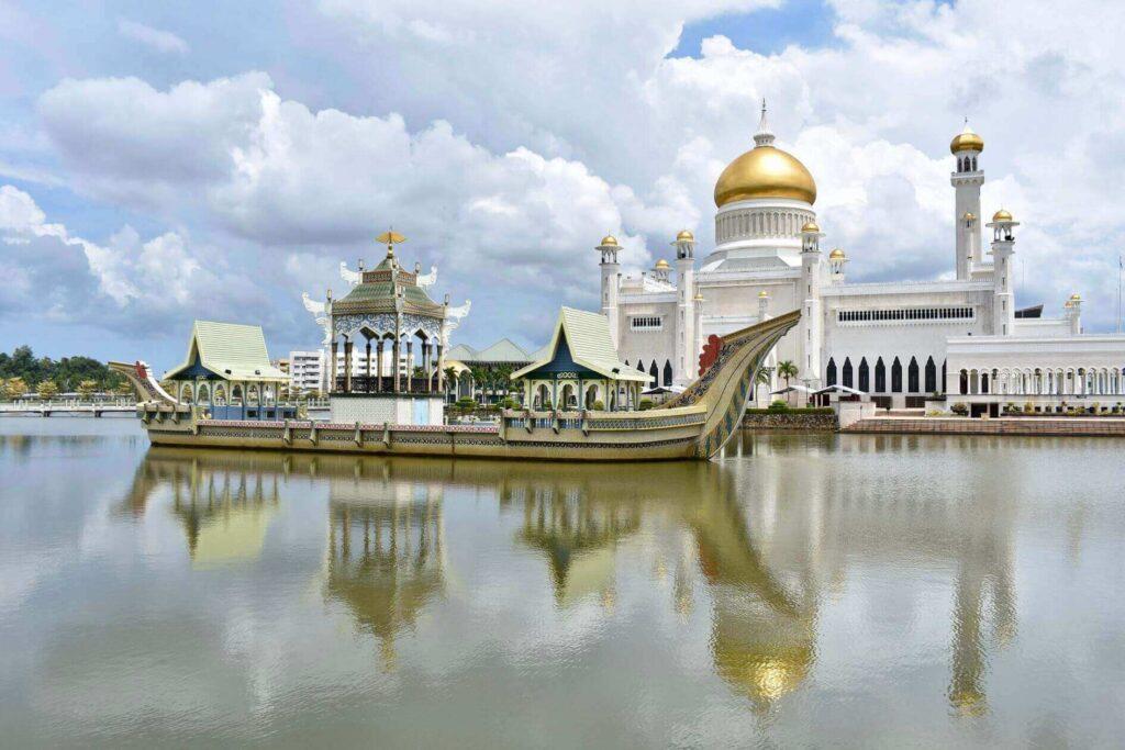 Omar Ali Saifuddien Mosque, Brunei travel restrictions in 2021