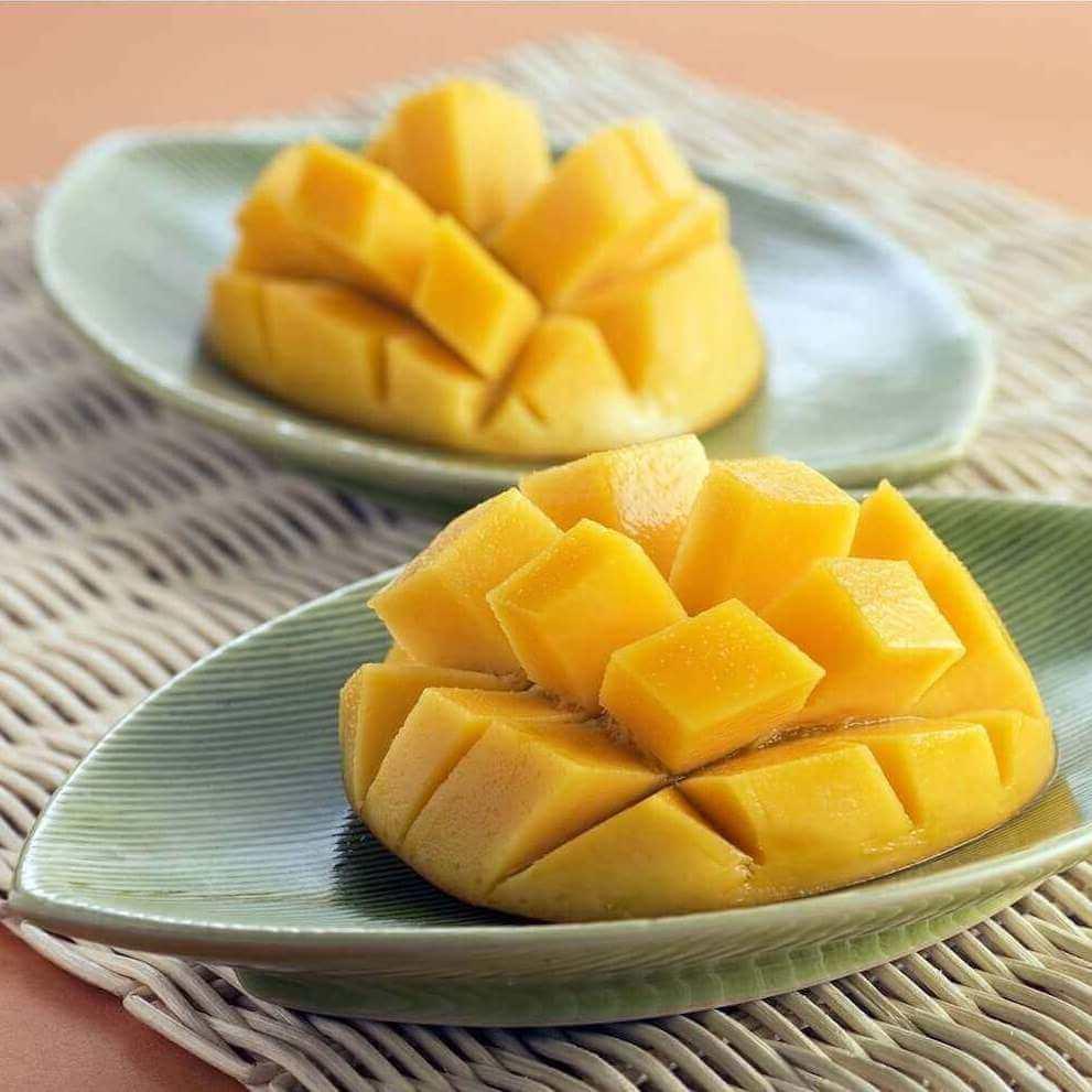 A way of cutting a mango in art
