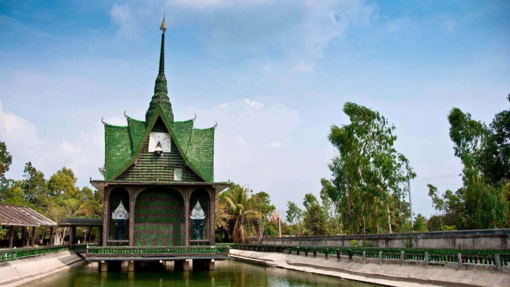 Wat Pa Maha Chedi Kaew, the temple made from 1.5 million Heineken and Chang beer bottles - a very interesting Thailand fact