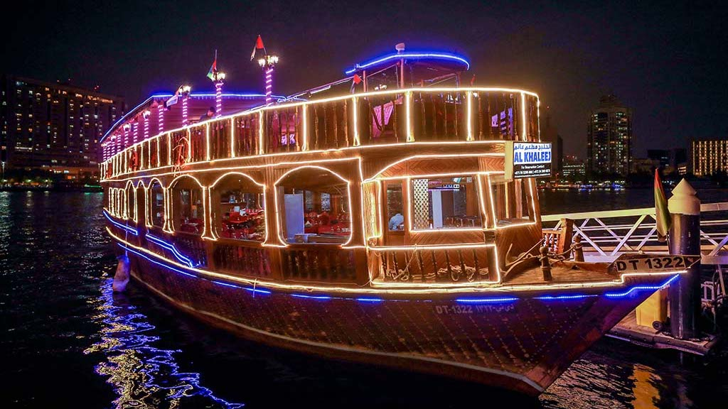 dhow cruise with dinner experience at Dubai Marina