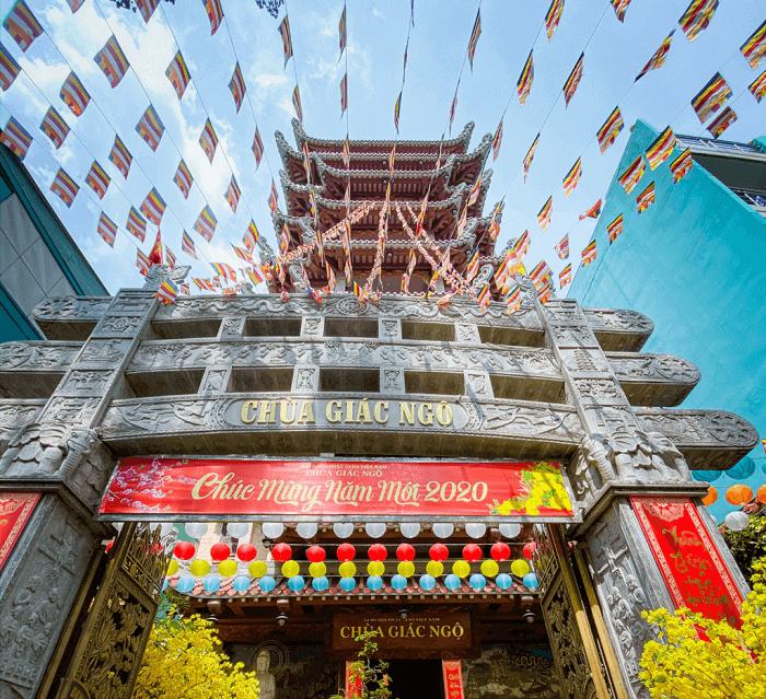 front gate of Giac Ngo Pagoda